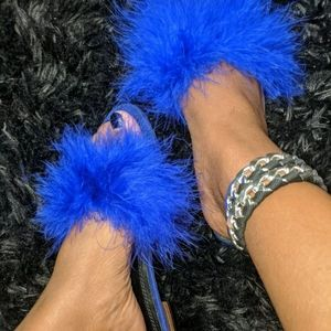Chase and Chloe Electric Blue Furry Sandals